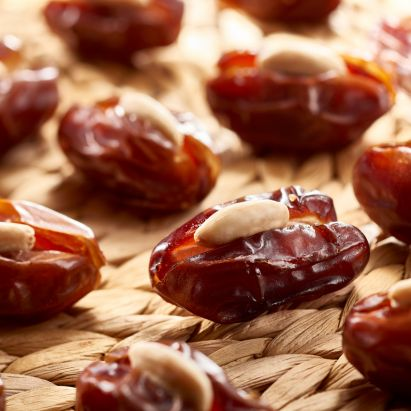 buy online Khidri dates with roasted almond