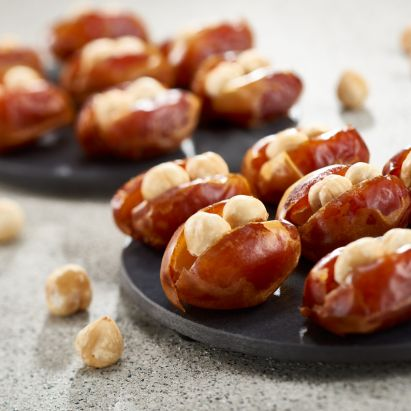 Kholas Dates with Roasted hazelnut by bateel