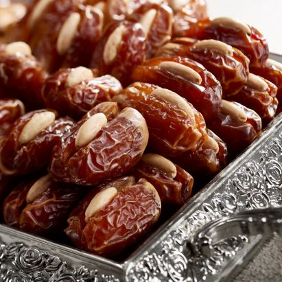 buy segai dates with roasted almond by bateel