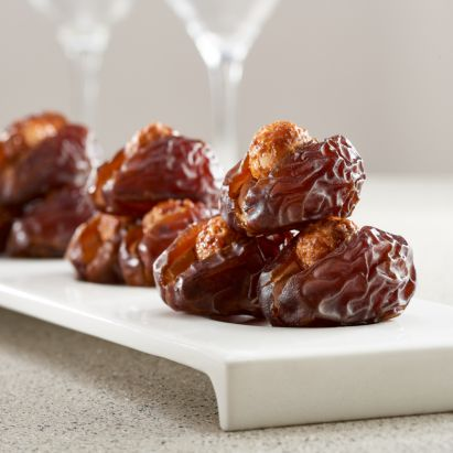 premium wanan dates with caramelised macadamia