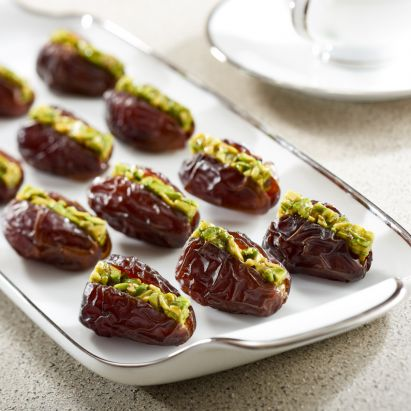 organic wanan dates with pistachio by bateel